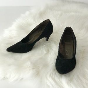 1950s Black AirStep Vintage Scallop Toe Heels Chic